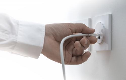 Mufarea Cablului de Internet: Instrumente Sertizare si Pasi