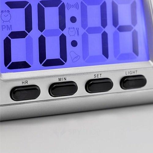 Micro camera ascunsa in ceas de birou